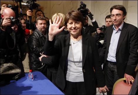 Martine Aubry a été élue à la tête du PS, malgré les protestations de Ségolène Royal. Le score de la maire de Lille a même été amélioré après vérificati