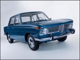 Quelle fut la première voiture présentée par la marque ?