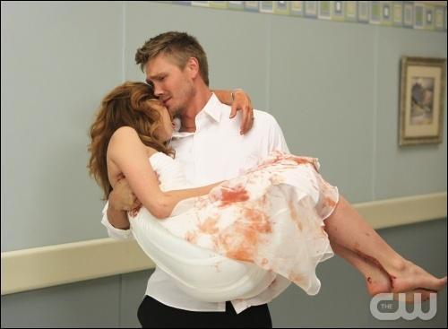 A la fin de la saison 5, qui a failli mourir lors de son accouchement ?