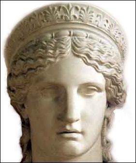 Pour quoi la déesse Héra, épouse de Zeus, se baignait-elle chaque année dans une source sacrée à Argos ?