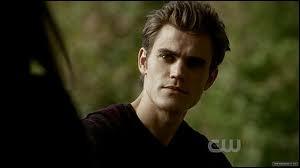 Comment s'appelle l'acteur qui joue Stefan ?