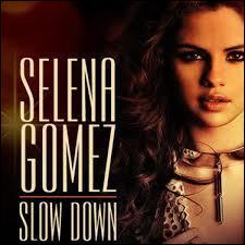 Selena a-t-elle chanté le titre  Slow Down  ?