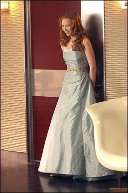 Pour quelle occasion Castle offre-t-il à sa fille sa première robe de soirée, ce joli modèle bleu clair fort heureusement choisi par Martha et non Castle lui-même ?