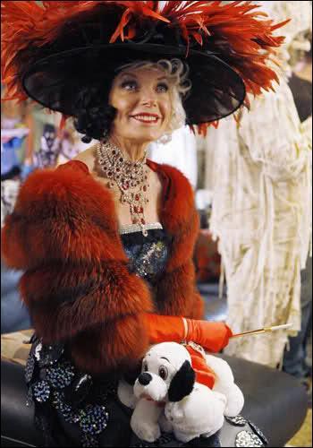 Pour quelles raisons Martha se retrouve-t-elle en Cruella Denfer ?