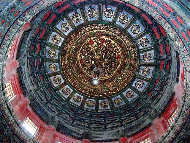 En 1644, la Cité est envahie par une révolte menée par Li Zicheng. Qui se pendit alors sur la Colline du Charbon, mettant fin à la dynastie des Ming ?
