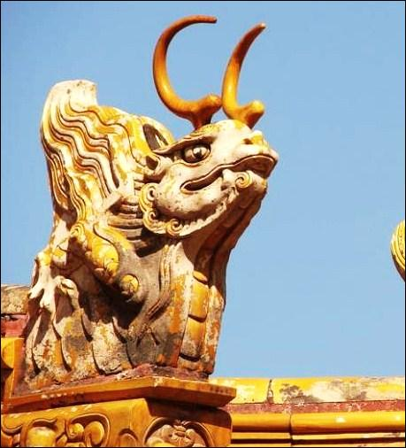 De combien d'empereurs en tout, sur environ 505 ans, la Cité interdite fut-elle la résidence principale ?