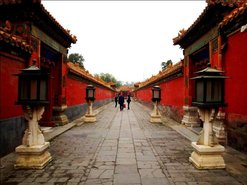 Traditionnellement, une nouvelle dynastie s'installe dans un nouveau palais. La dynastie Qing rompt-elle avec la tradition ?