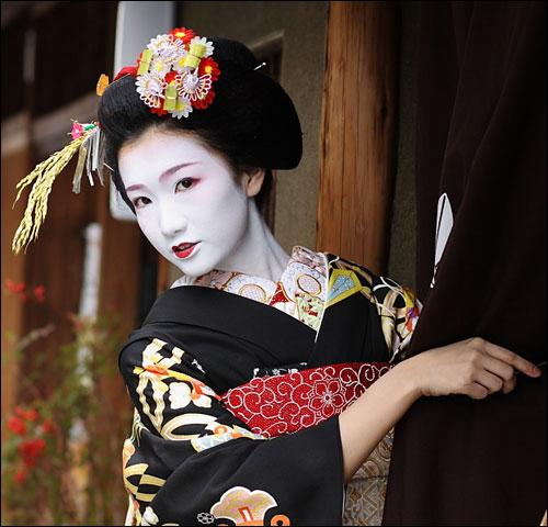Comment appelle-t-on une apprentie geisha ?