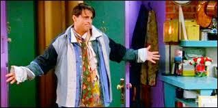 Laquelle de ses sœurs met un coup de poing à Chandler ?