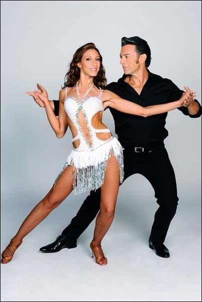 Gérard Vives danse avec ... .