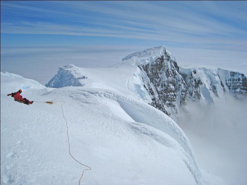 A quelle altitude le Mont Paget, point culminant de la Géorgie du Sud, culmine t-il ?