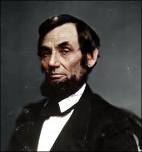 Né le 12 février 1809 dans le comté de Hardin (Kentucky), États-Unis, 16e président américain, je suis le 1er républicain élu, je suis abattu le 14 avril 1865 d'une balle dans la nuque à la sortie du théâtre Ford à Washington par un sympathisant sudiste nommé John Wilkes Booth, je décède le lendemain à 7h22mn sans avoir repris connaissance, je venais d'entamer mon second mandat, je suis ...