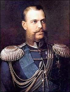 Né à Moscou en 1818, empereur de Russie, grand duc de Finlande et roi de Pologne jusqu'en 1867, je suis surnommé le  libérateur , je succombe à Saint-Pétersbourg lors d'un attentat au retour d'une visite au manège pour assister à une parade militaire le 13 mars 1881, les conjurés organisent sur mon itinéraire plusieurs lanceurs de bombes, atteint par la 2e, lancée par Ignati Grinevitski, je suis .