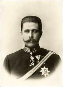 Archiduc d'Autriche, né le 18 décembre 1863 à Graz (Autriche), je décède avec mon épouse, victime d'un attentat perpétré par un étudiant nationaliste serbe, Gavrilo Princip, qui nous abat froidement avec son pistolet alors que nous nous rendons à une réception prévue en notre honneur à Sarajevo, cet assassinat est considéré comme l'élément déclencheur de la 1ère guerre mondiale, je me nomme ...