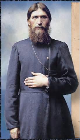 Probablement né le 21 janvier 1869 dans le village de Pokrovskoïe (Russie), je suis un pèlerin, mystique et guérisseur, je deviens le confident de l'impératrice et ai sur elle une forte influence, je suis assassiné à Saint-Pétersbourg, dans la nuit du 16 au 17 décembre 1916, suite à un complot fomenté par des membres de l'aristocratie et mon corps jeté dans la rivière la petite Néva , je m'appelle
