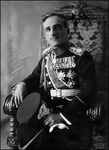 Né le 16 décembre 1888 à Cetinje (Monténégro), roi du royaume des Serbes, Croates et Slovènes de 1921 à 1929, puis du Royaume de Yougoslavie de 1929 à mon décès le 9 octobre 1934 où débarquant à Marseille pour une visite officielle, je suis assassiné par un Bulgare du nom de Vlado Tchernozemki, attentat planifié à l'avance par 2 mouvements terroristes yougoslaves, je suis ...