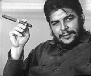Né le 14 juin 1928 à Rosario de Santa Fe (Argentine), révolutionnaire, homme politique d'Amérique latine (notamment de la révolution cubaine), le 8 octobre 1967 les forces spéciales boliviennes apprennent par un informateur le lieu de mon campement, encerclé, je me rends après 3h de combat, le 9 octobre ordre est donné par le président bolivien de m'exécuter pour éviter un procès public, je suis .