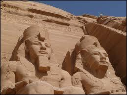 Qui est ce personnage qui a été un grand pharaon de l'Égypte Antique, surnommé Le Grand après sa mort ?