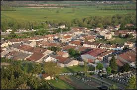 Voici, vu du ciel, le village Meusien des Monthairons. Il se situe en région ...