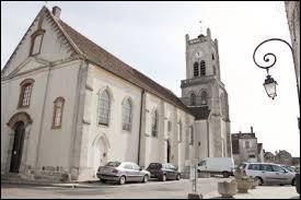 Je me trouve dans la ville Yvelinoise de Neauphle-le-Château. Je suis en région ...