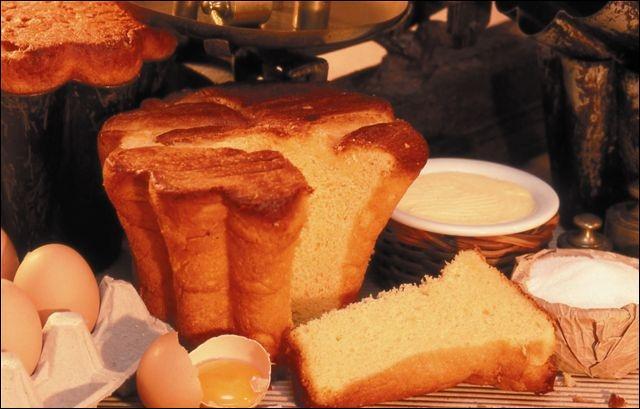 Ce gâteau de la famille des brioches, porte ce nom uniquement s'il est cuit dans un moule spécial en forme de toque de cuisinier. C'est :
