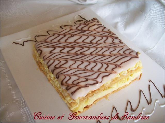 Comment s'appelle cette pâtisserie en forme de rectangle, obtenue en superposant trois couches de pâte feuilletée et deux couches de crème pâtissière ?