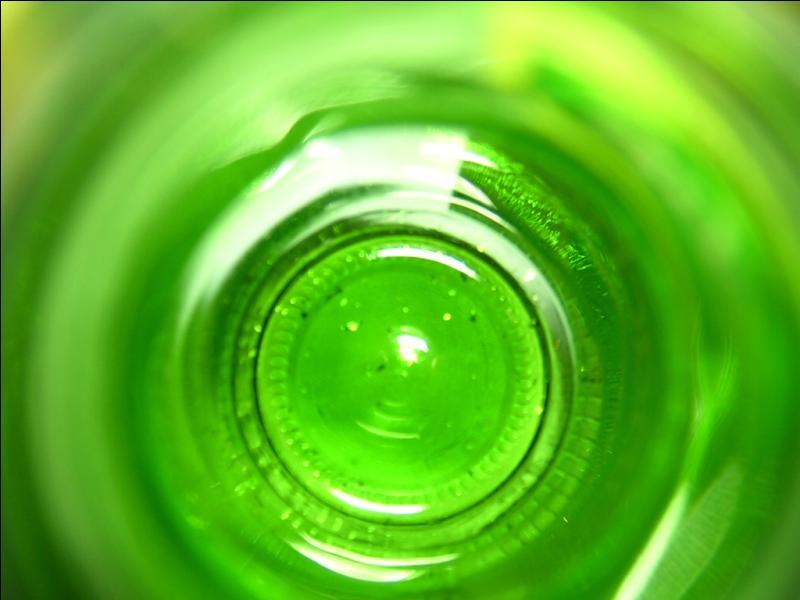 Mis à part  bottle green , quelle est l'autre traduction en anglais pour vert bouteille ?