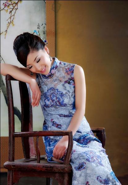 De nos jours, la qipao est une robe chinoise symbolique. Traditionnellement, quel tissu est utilisé pour la confectionner ?