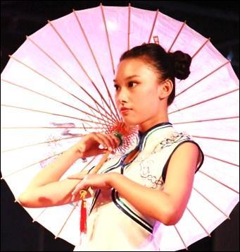 Que s'est-il déroulé dans le cadre de la  Qipao Culture Week  en octobre 2013 à Nanjing ?