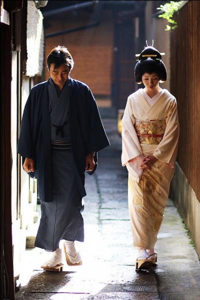Plusieurs vêtements de pays d'Asie de l'est et d'Asie du sud-est se sont développés sur la base du hanfu : tels que le hanbok coréen et :