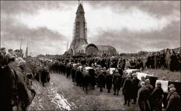 Quand eut lieu le transfert de l'ossuaire provisoire à l'ossuaire définitif de Douaumont ?