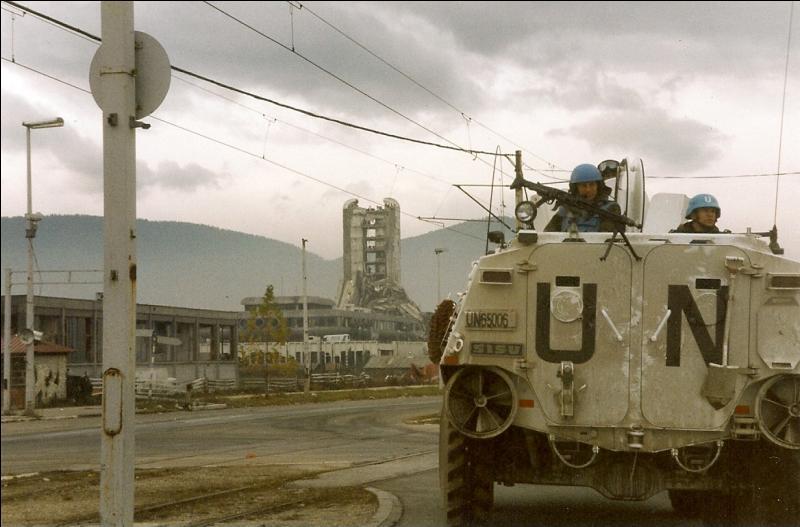 Quel affrontement armé nécessitant l'intervention internationale fit rage en 1999 ?
