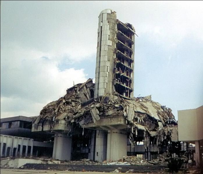 De quel état, Sarajevo, la ville assiégée, est-elle la capitale ?