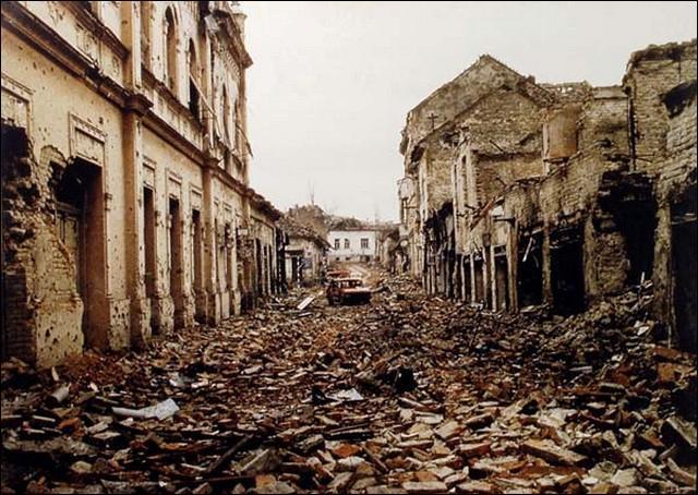 Le siège de Sarajevo fut interminable ; il multiplia les ruines et fit des milliers de victimes dans la population civile. Combien de temps dura-t-il ?