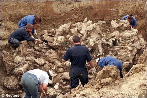 Les guerres yougoslaves ont remis à l'ordre du jour une politique que tous avaient cru proscrite en Europe depuis 1945. Laquelle ?