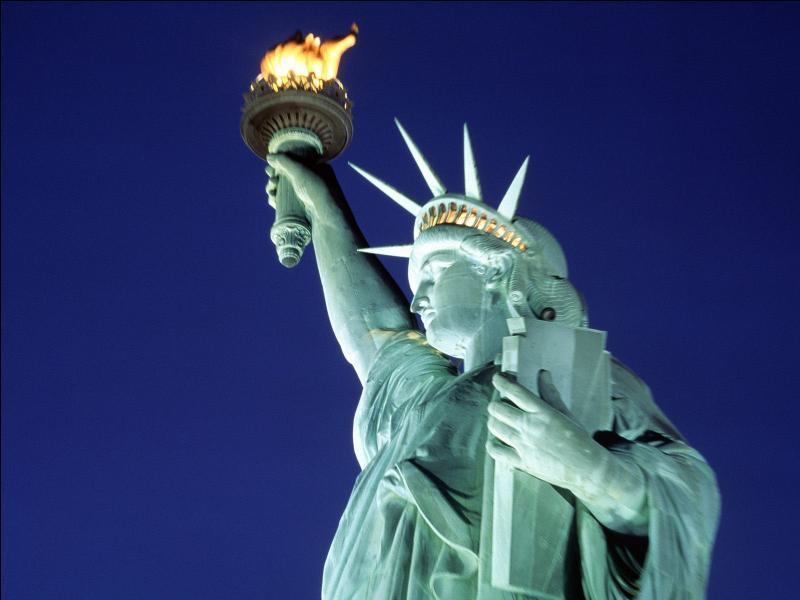 Qui s'est déjà soûlé sur la torche de la Statue de la Liberté ?