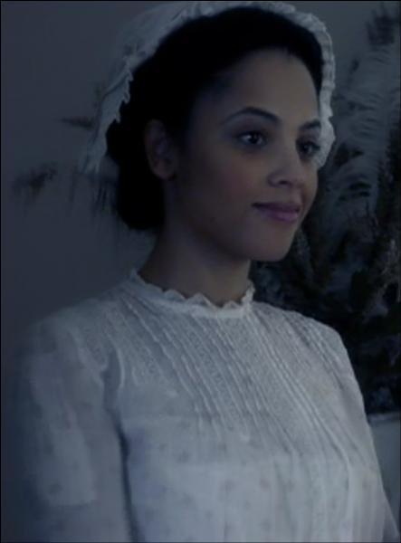 Pourquoi Emily a-t-elle accepté d'aider les frères Salvatore dans leur phase de transition ?