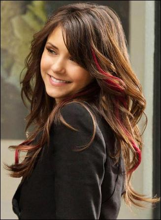 Quand Elena a éteint son humanité, qui a-t-elle embrassé pour se faire passer pour son sosie ?