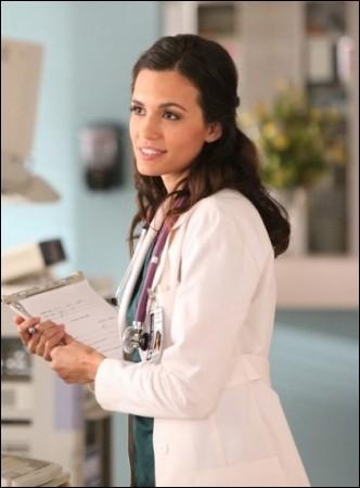 Quelle expression le Dr Fell emploie-t-elle quand elle parle de sauver des vies avec du sang de vampire ?