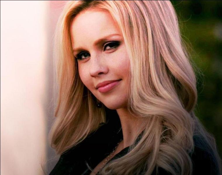 D'après Rebekah, quelle est sa matière préférée ?