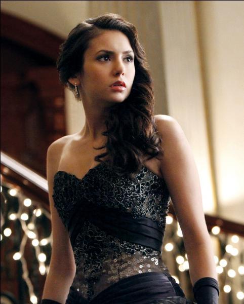 Quel âge Elena a-t-elle eu lors de son anniversaire dans la saison 3 ?