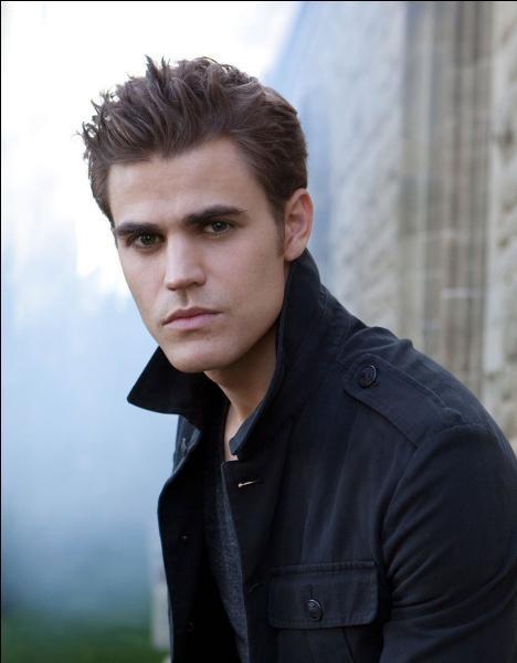 Qui Elena a-t-elle tué pour la première fois ?