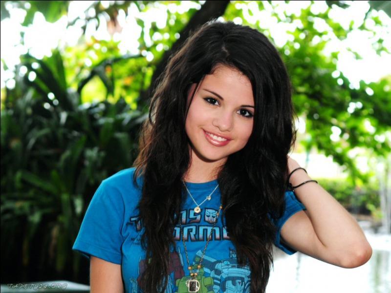 Avec qui Selena Gomez est restée le plus longtemps en couple ?