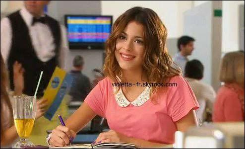 Dans le premier épisode de la saison 2, Violetta porte un tee-shirt, mais de quelle couleur ?