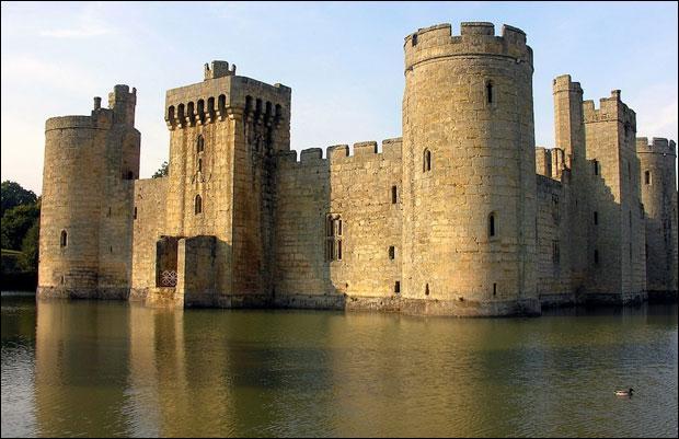 Nous nous rendons au château de _______ , _________ :