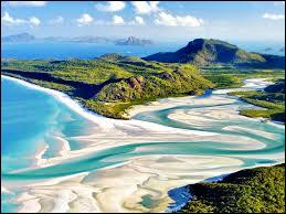 Hélas, le voyage se termine. Gardez tout de même quelques souvenirs des îles _________ sur la plage de _____________ :