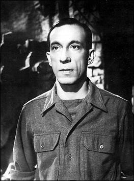 Raymond Bussières, brillant acteur de seconds rôles, a joué dans de nombreux films, des années 1930 aux années 1980. Dans  Casque d'or , sorti en 1952, il joue aux côtés de Serge Reggiani et de :