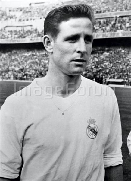 Quel magazine sportif a créé, en 1956, le Ballon d'or, récompense du meilleur joueur de football de l'année, que Raymond Kopa fut le premier français à recevoir ?