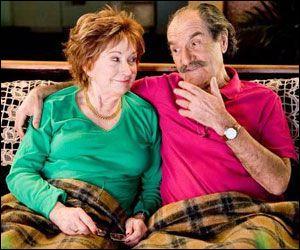 Ils forment le couple de septuagénaires de la série télévisée à succès  Scènes de ménages . Lui, c'est Raymond, et elle c'est :