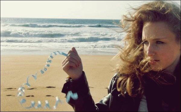 Au bord de l'eau, y'a cette fille qui m'appelle !